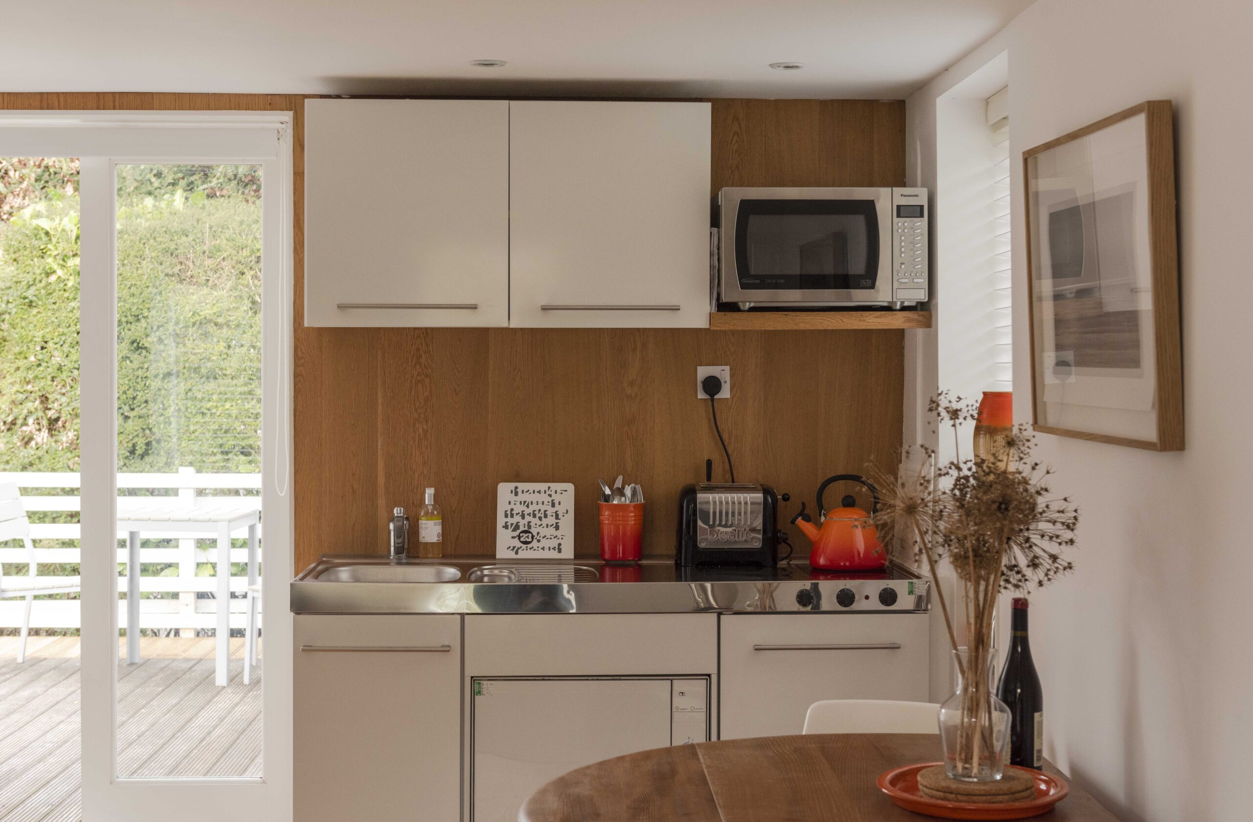 Lyme Regis Hideaway - kitchen area