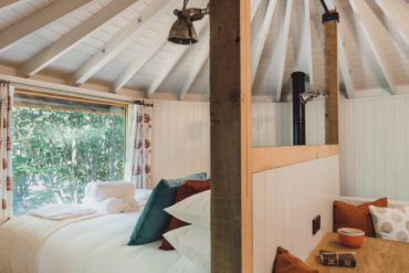 East Sussex Woodland Escape - behind the bed