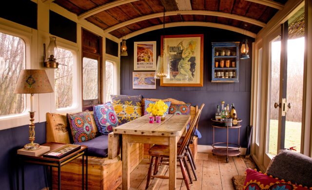 Quirky Sussex Carriage - dining area