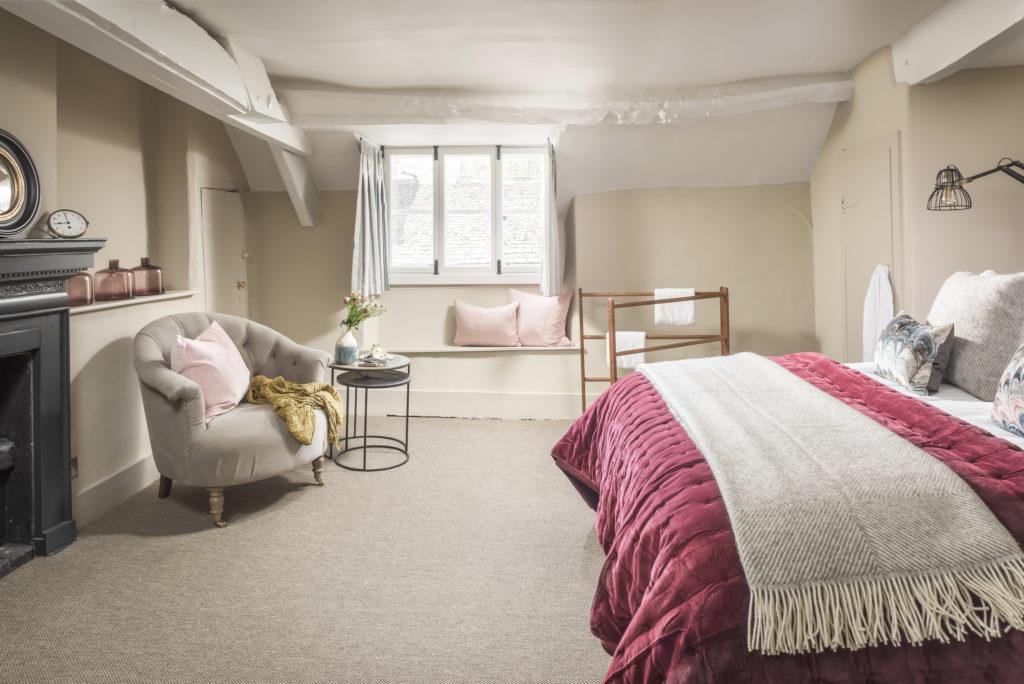 Cotswolds Hideaway - master bedroom