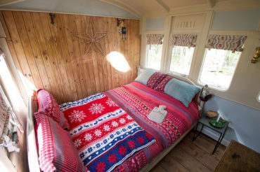 Quirky Sussex Carriage - bedroom