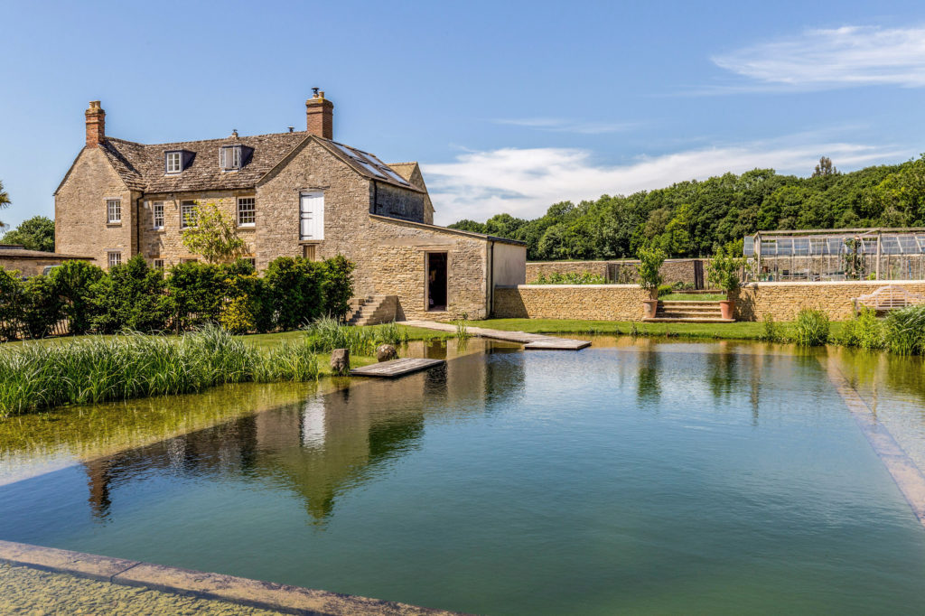 Cosy Cotswolds Farm - natural swimming pool