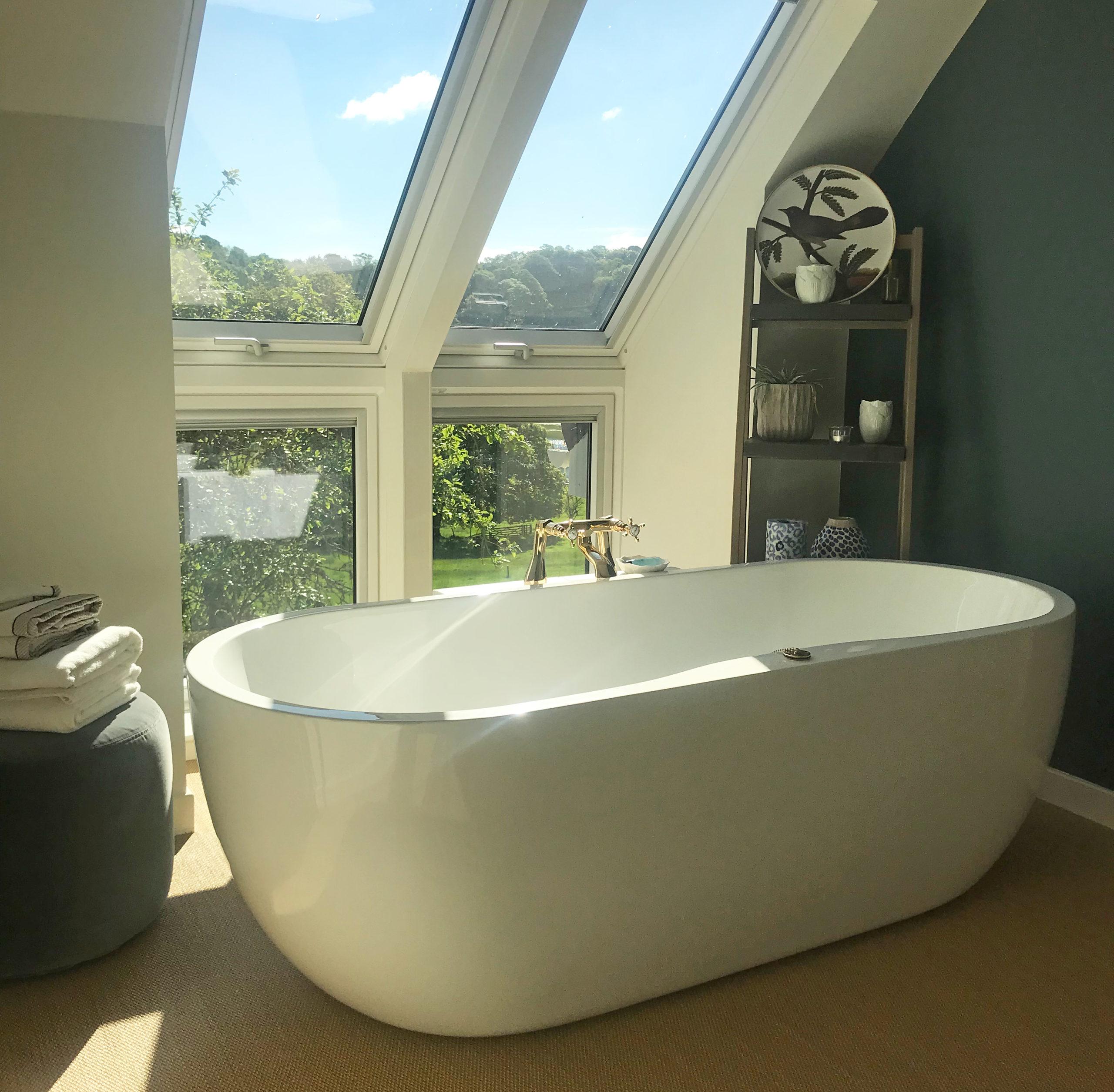 Lochside Bolthole - bathtub